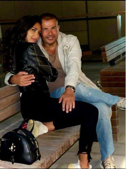 الهضبة عمرو دياب مع الموديل