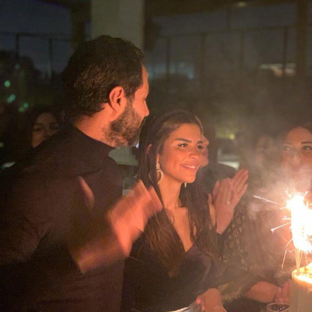 احتفال كريم بعيد ميلاد زوجته