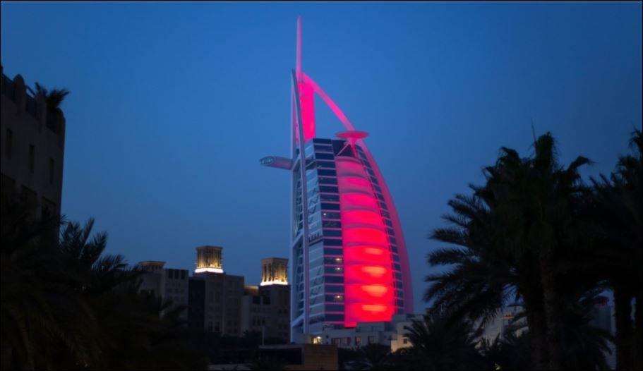 معالم الإمارات تكتسى بالأحمر (6)