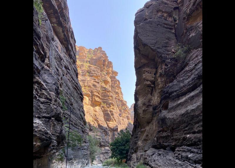 وادي لجب في السعودية مكان سحري في قلب الصحراء (1)