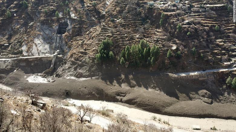 فيديو.. شاهد فيضانات مفاجئة كارثية في الهند (3)