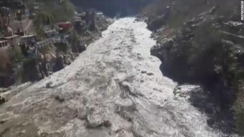 فيديو.. شاهد فيضانات مفاجئة كارثية في الهند