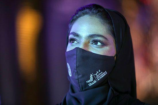 فرحة عارمة فى الإمارات بعد نجاح مسبار الأمل فى الوصول إلى مداره (6)