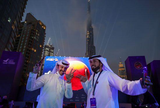 فرحة عارمة فى الإمارات بعد نجاح مسبار الأمل فى الوصول إلى مداره (1)
