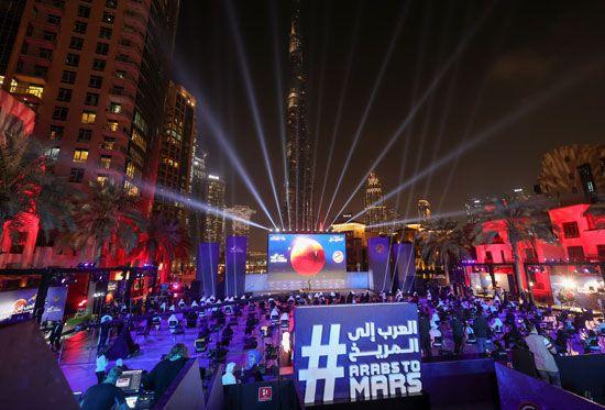 فرحة عارمة فى الإمارات بعد نجاح مسبار الأمل فى الوصول إلى مداره (3)