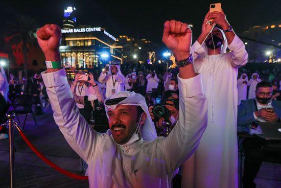 فرحة عارمة فى الإمارات بعد نجاح مسبار الأمل فى الوصول إلى مداره (2)