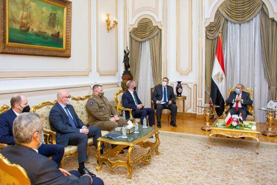 وزير-الدولة-للإنتاج-الحربي-مع-السفير-البولندي--(1)