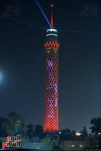 برج القاهرة يتزين بالعلم الإماراتى