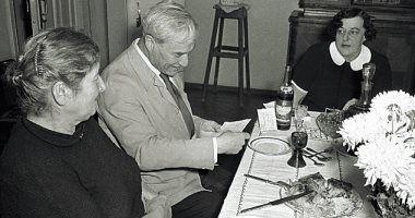 بوريس باسترناك يقرأ برقية فوزه بجائزة نوبل للآداب 1958