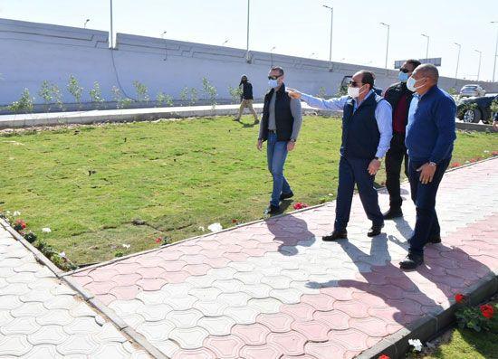 الرئيس السيسي يتفقد مشروع تطوير محور مسطرد بمنطقة شرق القاهرة (6)