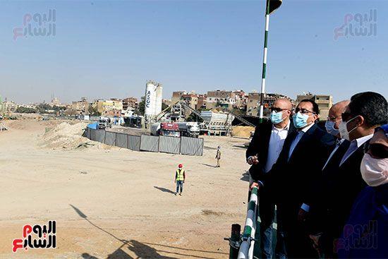 رئيس الوزراء يتابع أعمال تطوير منطقة سور مجرى العيون (12)