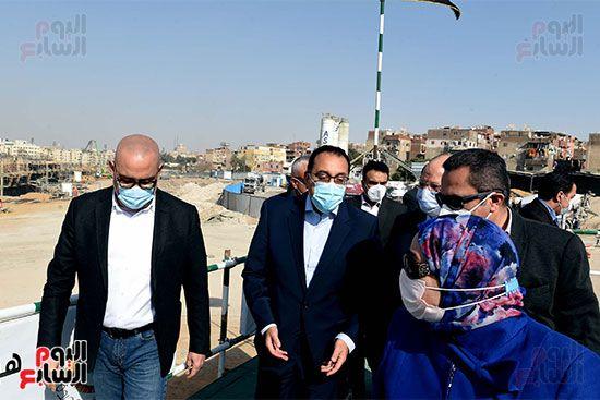 رئيس الوزراء يتابع أعمال تطوير منطقة سور مجرى العيون (13)