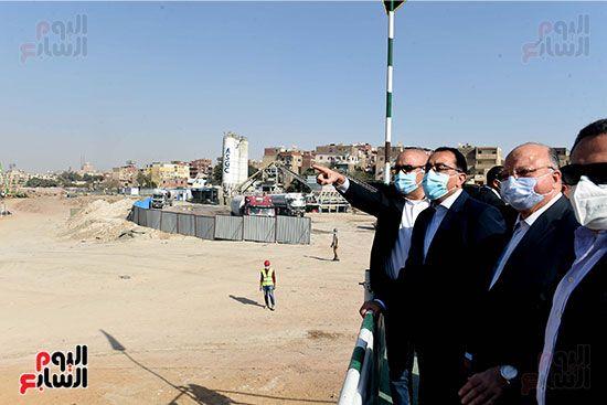 رئيس الوزراء يتابع أعمال تطوير منطقة سور مجرى العيون (11)