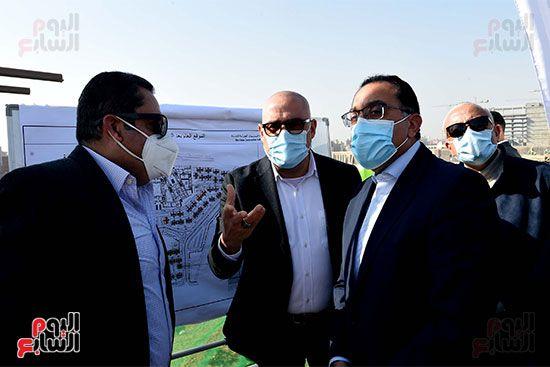 رئيس الوزراء يتابع أعمال تطوير منطقة سور مجرى العيون (15)