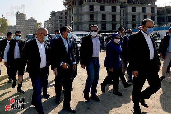رئيس الوزراء يتابع أعمال تطوير منطقة سور مجرى العيون (8)
