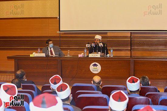وزير الأوقاف يكرم أئمة وواعظات قافلة الأوقاف (13)