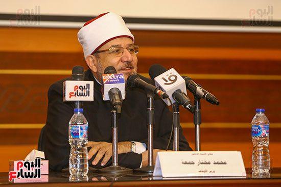 وزير الأوقاف يكرم أئمة وواعظات قافلة الأوقاف (1)
