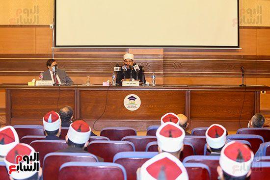 وزير الأوقاف يكرم أئمة وواعظات قافلة الأوقاف (3)