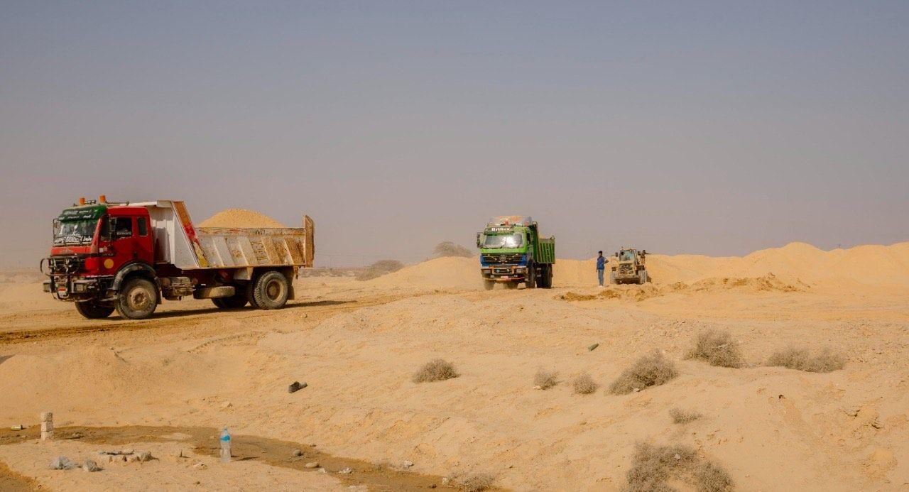 وزير النقل يتابع إنشاء الأرصفة والمحطات الجديدة بميناء السخنة