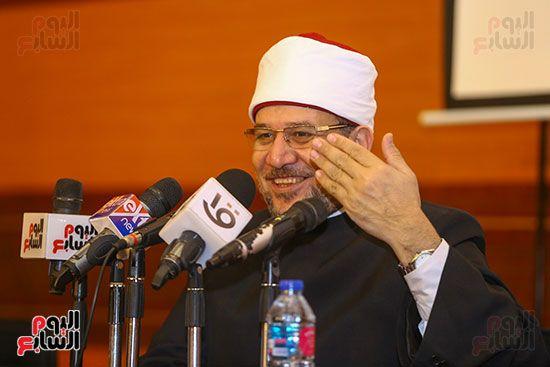 وزير الأوقاف يكرم أئمة وواعظات قافلة الأوقاف (11)
