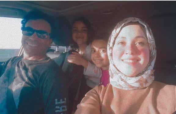 سامح حسين في صورة عائلية مع أسرته