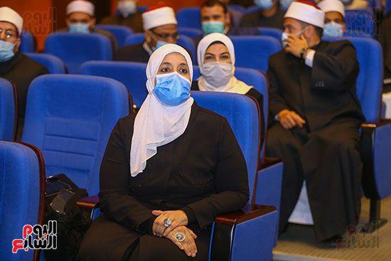 وزير الأوقاف يكرم أئمة وواعظات قافلة الأوقاف (16)