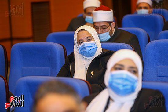 وزير الأوقاف يكرم أئمة وواعظات قافلة الأوقاف (18)