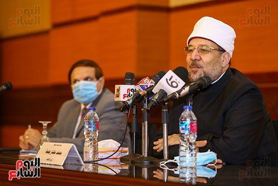 وزير الأوقاف يكرم أئمة وواعظات قافلة الأوقاف (4)