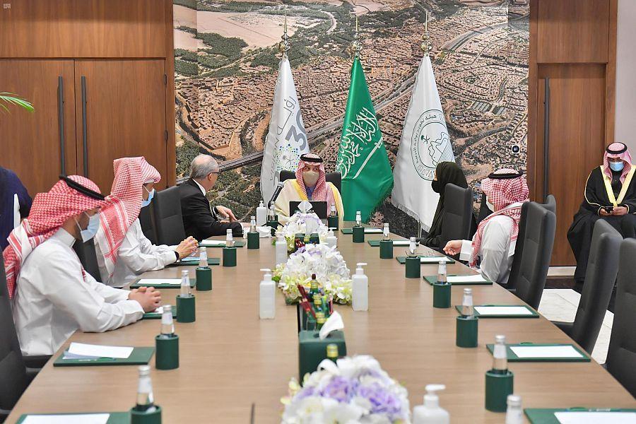 أمير الرياض يتابع ميدانيًا مشروعات تطوير الدرعية