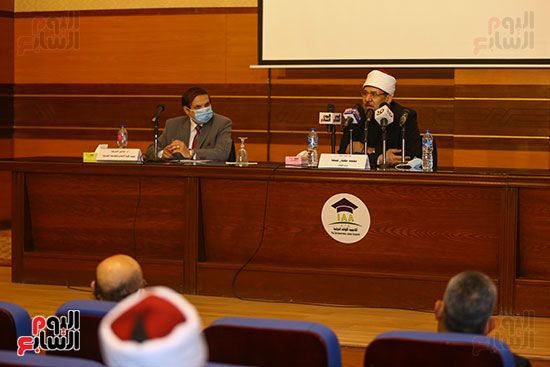 وزير الأوقاف يكرم أئمة وواعظات قافلة الأوقاف (7)