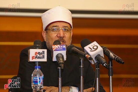 وزير الأوقاف يكرم أئمة وواعظات قافلة الأوقاف (2)