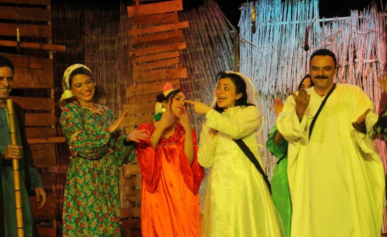 الفنانة مصرية بكر في مسرحية من 15 سنة