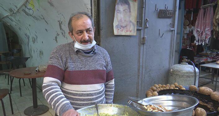 سمير الشخشير صاحب أقدم محل فلافل في مدينة نابلس، الضفة الغربية، فلسطين 19 فبراير 2021