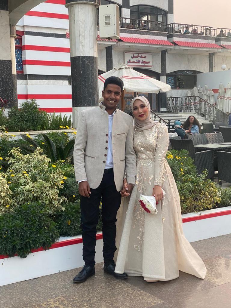 عروسان يحتفلان بخطوبتهما في الزمالك (4)