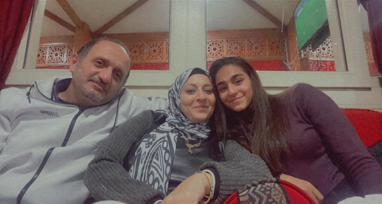 فرح أسامة مع عائلتها