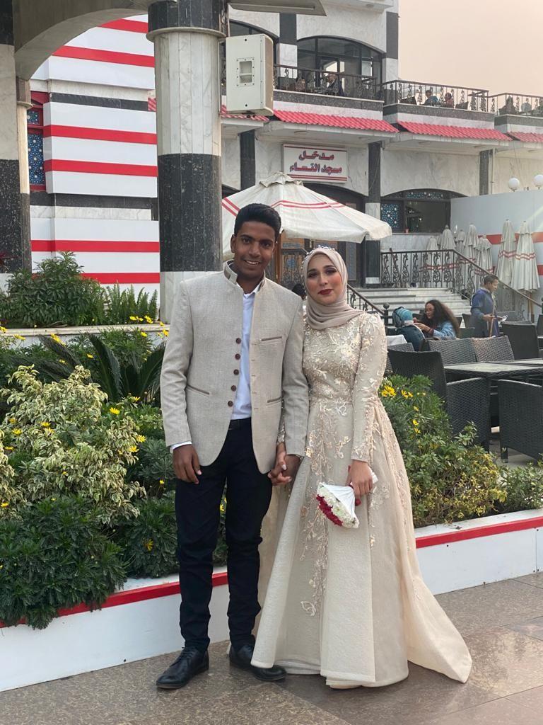 عروسان يحتفلان بخطوبتهما في الزمالك (3)