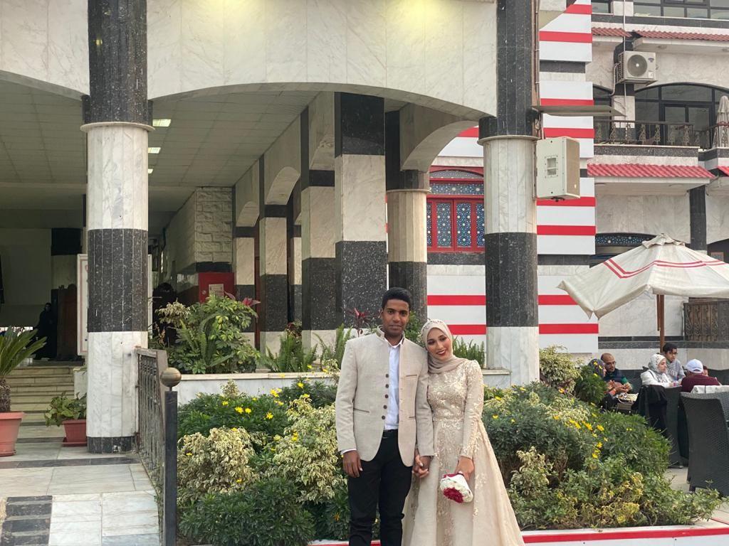 عروسان يحتفلان بخطوبتهما في الزمالك (5)