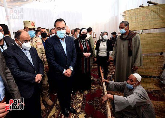 رئيس الوزراء يتفقد مشروعات حياة كريمة بالمنوفية (10)