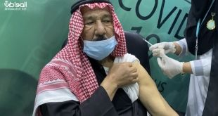 مواطن يتلقى لقاح كورونا من ابنته الممرضة: أشعر بالفخر