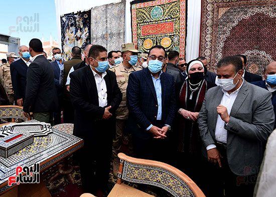 رئيس الوزراء يتفقد مشروعات حياة كريمة بالمنوفية (2)