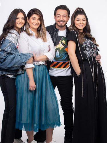 عائلة احمد زاهر فى صورة أخرى
