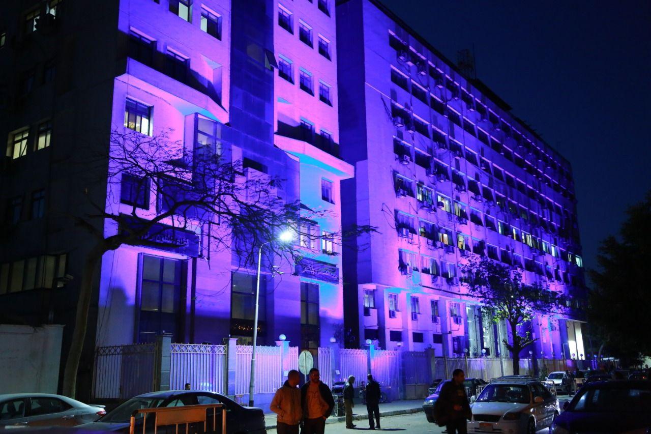 مبنى وزارة التضامن باللون الأزرق يضئ بمناسبة اليوم العالمي لاضطراب طيف التوحد