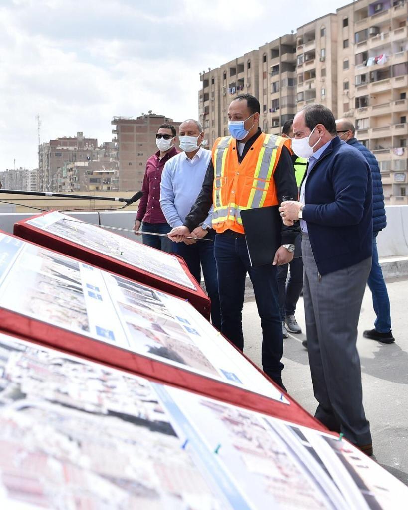 الرئيس السيسى يتفقد تطوير الطرق بالقاهرة (2)