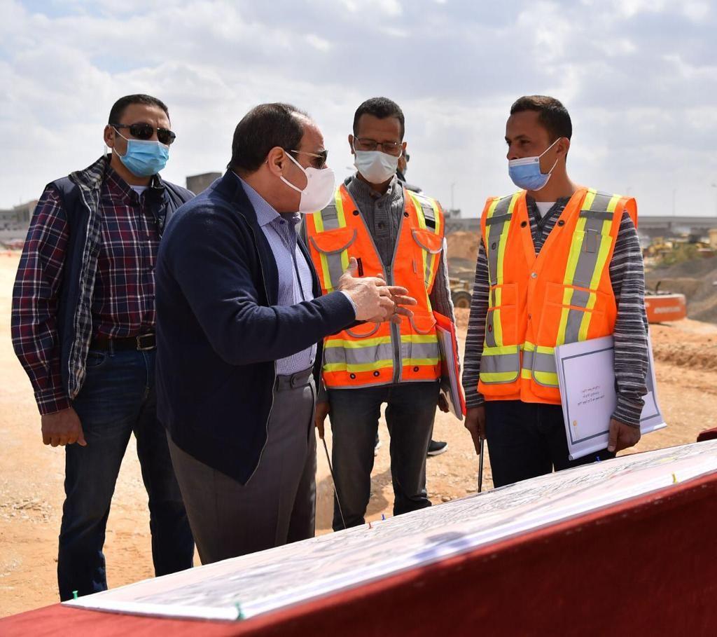 الرئيس السيسى يتفقد تطوير الطرق بالقاهرة (1)