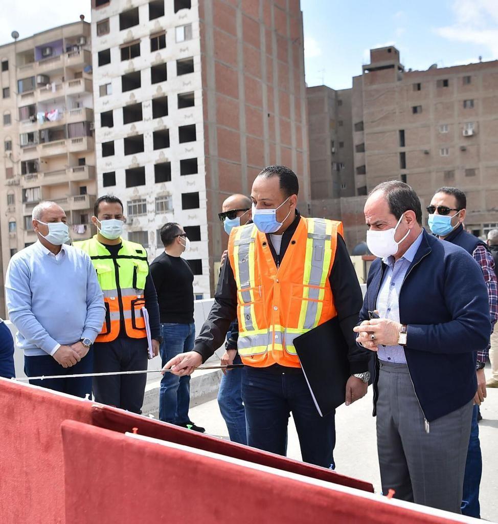 الرئيس السيسى يتفقد تطوير الطرق بالقاهرة (4)