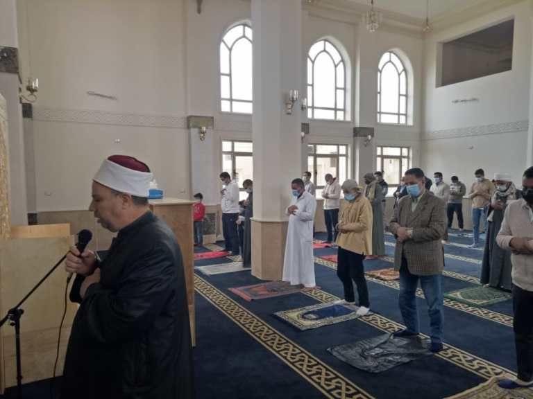وكيل وزارة الأوقاف يؤم المصلين لصلاة الجمعة