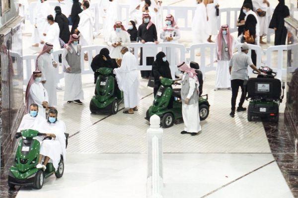 أكثر من 60 ألف معتمر استفادوا من خدمة العربات بالمسجد الحرام في 5 أشهر