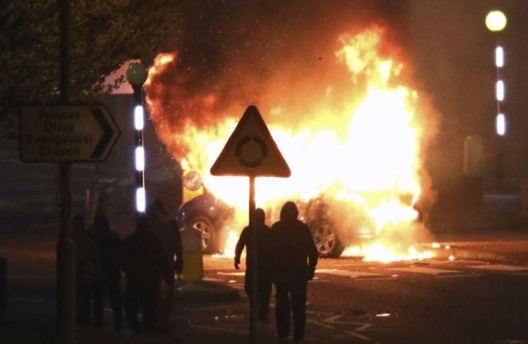 حريق سيارة شرطة
