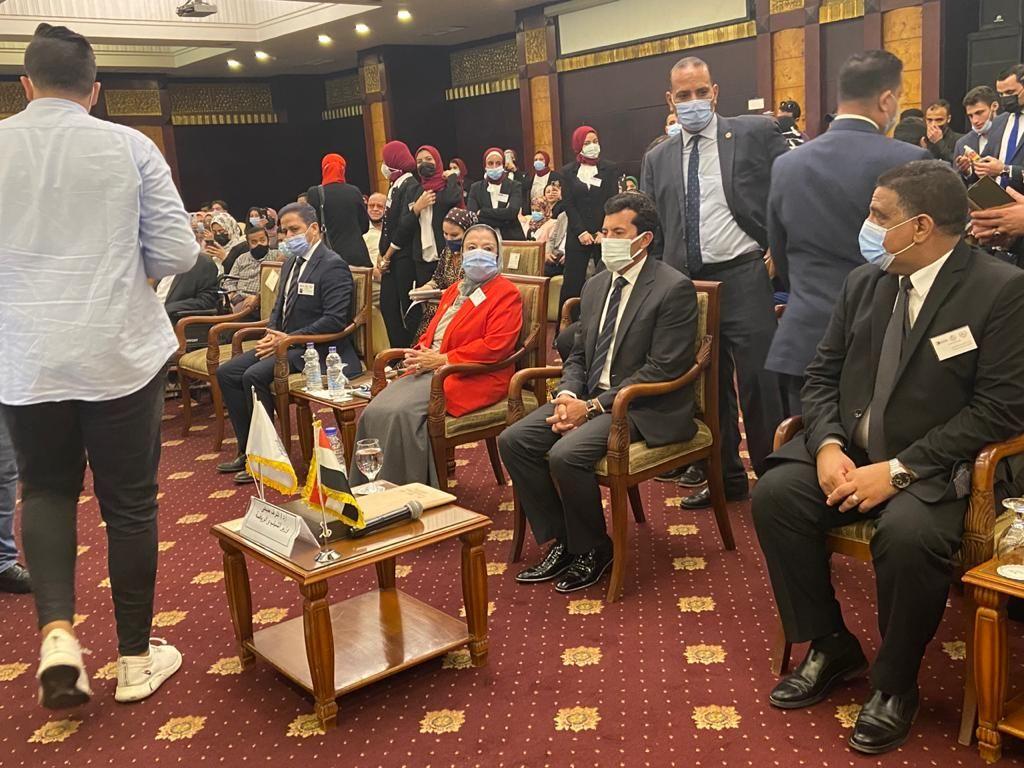 وزير الرياضة يشهد المؤتمر الدولى للاعبين لذوى الشلل الدماغى (1)