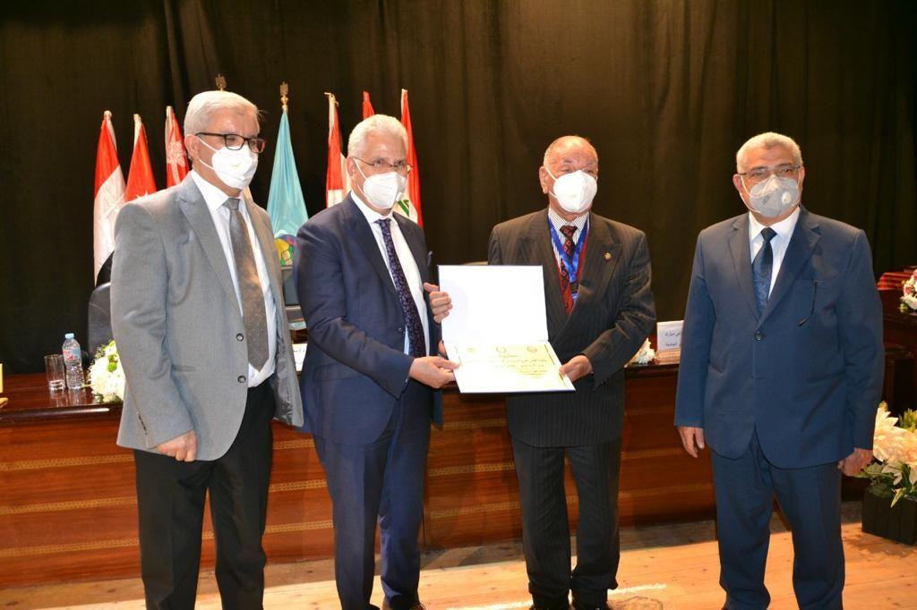 جامعة مصر للعلوم والتكنولوجيا تفوز بالمركز الأول للمرة السابعة فى مؤتمر اتحاد الجامعات العربية (2)